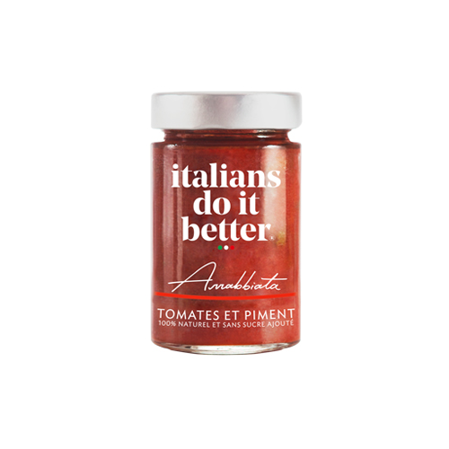 Arrabbiata   Tomates (90%), Huile d'Olive, Carottes, Oignons, Basilic, Sel, Piment (0,1%), Ail, Poivre.  Cette sauce, originaire de la campagne romaine, est parfaitement pimenté, d'où sont nom signifiant « en colère».   How to do it better :  A cuisiner avec des  penne rigate ou des linguine.  Saupoudrez le tout de Parmigiano Reggiano.