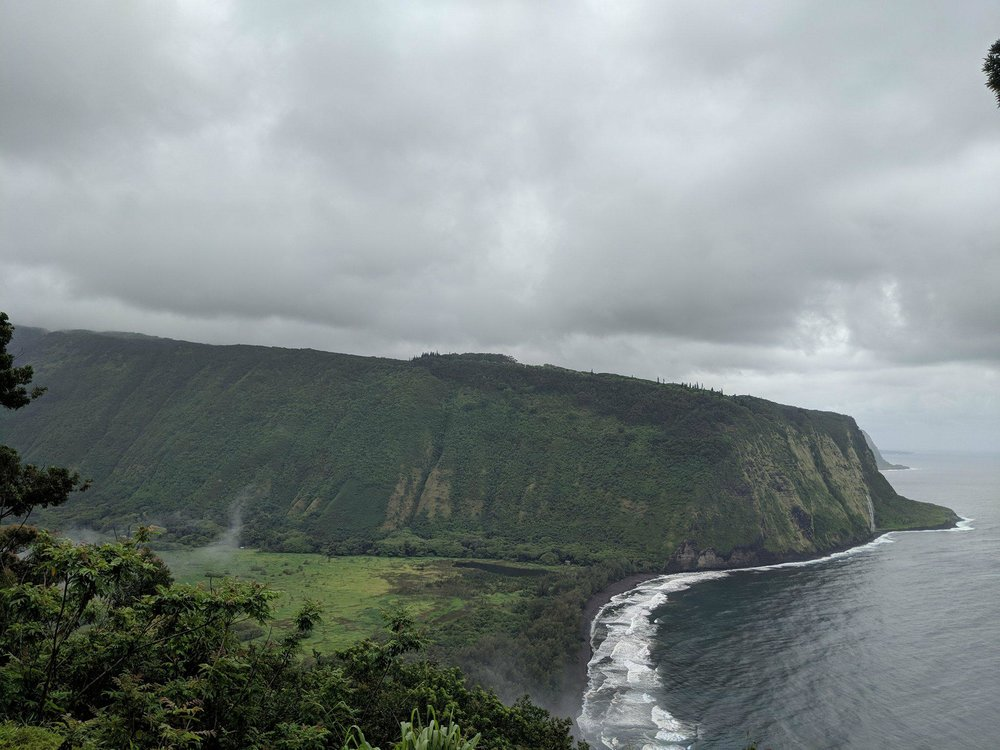 Image Description: Waipi'o Valley (view from the lookout)