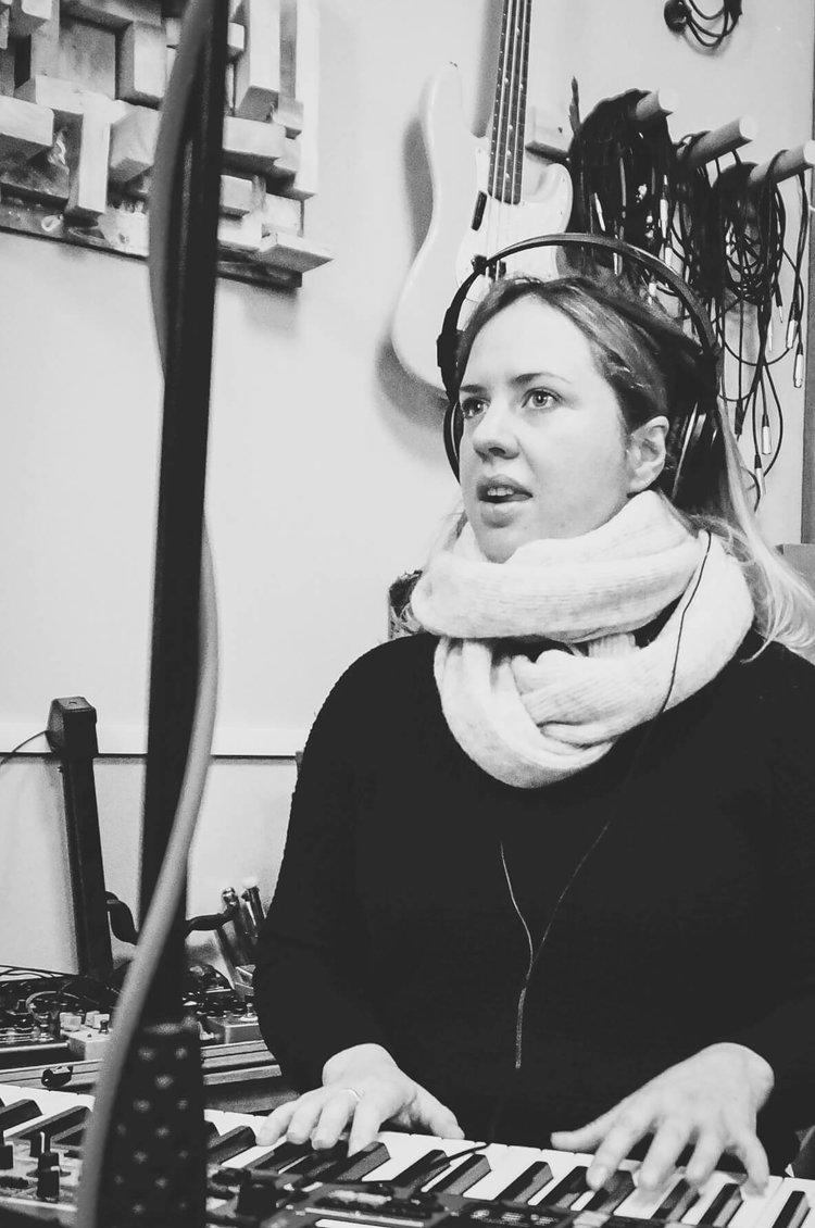 rebecca-nash-pianist-detail-close-face-sara-colman-recording-session-jazz-british-canyon.jpg