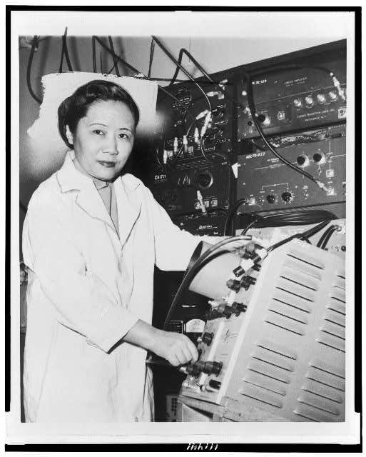 Chien-Shiung Wu at the lab (via Library of Congress).
