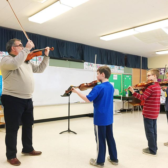 I love being both a Suzuki teacher and parent, so the days when I get to fill both of those roles are the best! Also, so grateful to live in a place with a wonderful Suzuki community that provides so many opportunities. Thanks, Barcel Suzuki String Academy! • • • #suzukiviolin #everychildcan #musiceducation