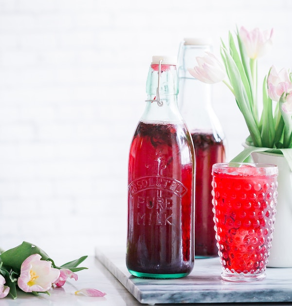 6.Hibiscus Iced Tea - Egyptians used hibiscus tea to lower body temperature. When sweetened, it's a wonderfully cool and refreshing tea to quench cotton mouth!