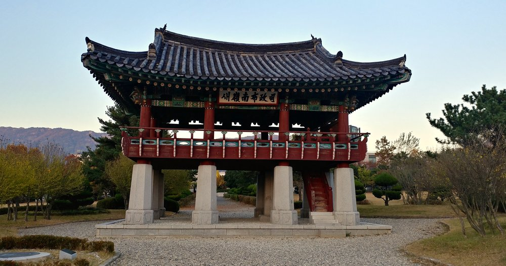 """Traditional Korean building"" as told by a Korean person"