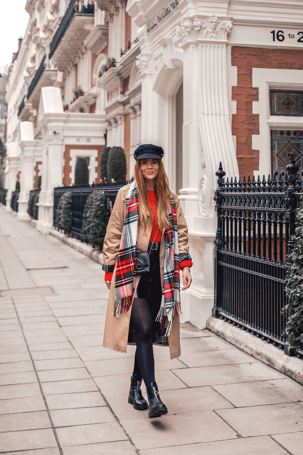 london-street-style-trench-coat-red-plaid_4.jpg