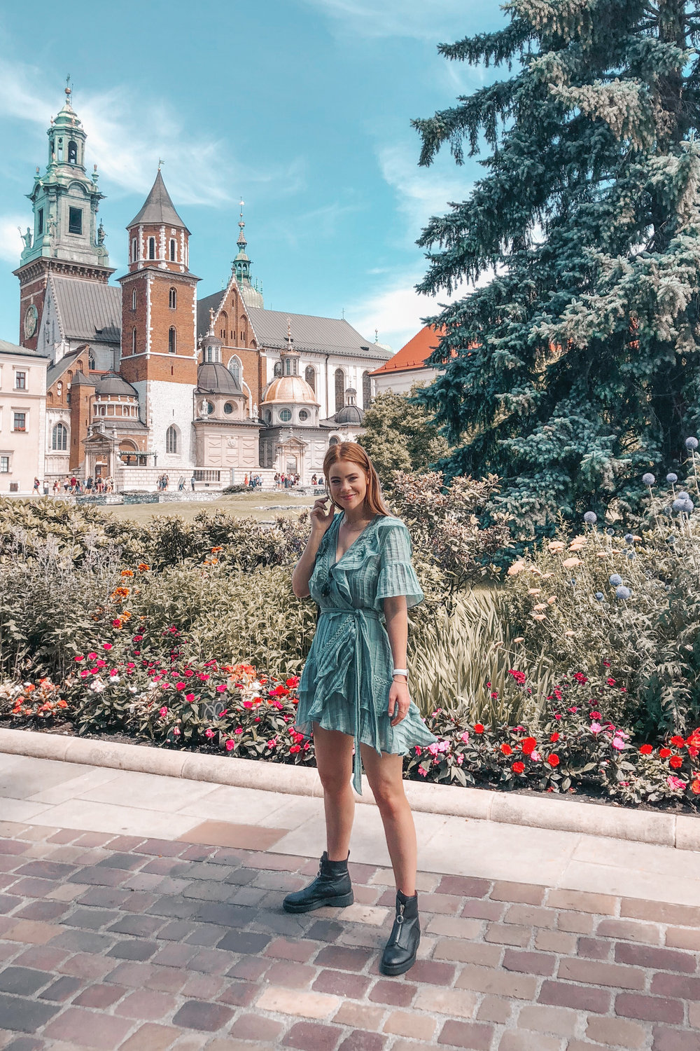 lion-in-the-wild_3-europe-instagram-outfits-cluse_1.jpg