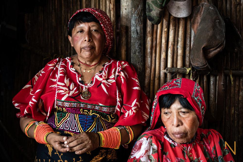 Amalita Moralez and Sipu Hurtado, posing in the traditional Guna clothing.