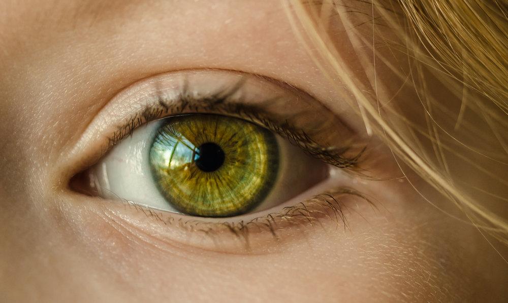 Rigid contact lenses - advantages and recommendations