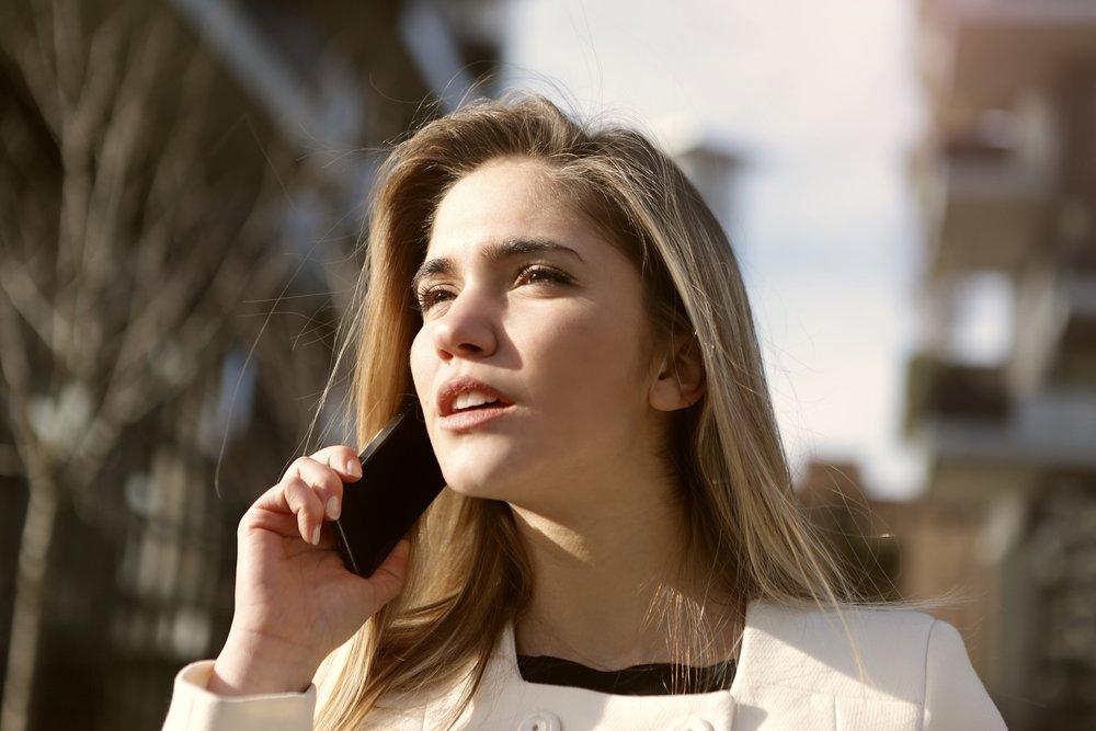 beautiful-blond-call-879143.jpg