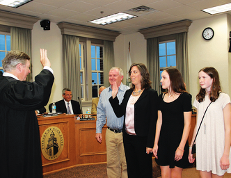 Glen Ellyn swearing in.png
