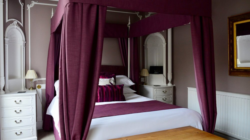 - Large Double from £130 per nightA tastefully furnished room on the second floor with 4 poster double bed & views of Arundel Castle.