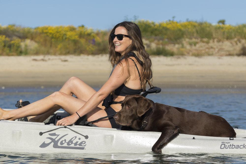 Outback_action_dog_female_dune_paw.jpg