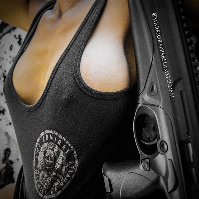 Good morning on this beautiful gun loving saturday 👊 bullshit always comes out y'all 🧐 by @fatymoumtaz 👌 Nu beschikbaar in Nederland Gruntstyle tanks en tees 🇳🇱 Bestel vandaag nog #firearm #gun #guns #firearms #glock #pistol #boobs #tactical #connasse #weapons #pewpew #weapon #ar #pute #handgun #molonlabe #army #wapens #politie #military #rifle #shotgun #shooting #gunsofinstagram #pewpewlife #gunporn #pistols #igmilitia #bitch #cunt