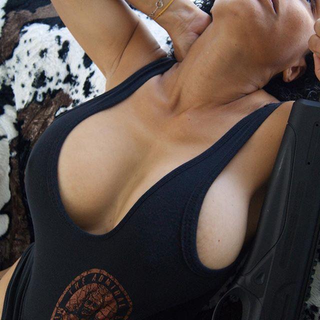Good morning on this beautiful gun loving monday 👊 bullshit always comes out y'all 😉 by the one and only @fatymoumtaz 🧐 Nu beschikbaar in Nederland Gruntstyle tanks en tees 🇳🇱 Bestel hem vandaag nog 🇺🇸👊🇳🇱 #vuurwapengevaarlijk #gun #verdacht #firearms #glock #pistol #tactical #connasse #weapons #pewpew #weapon #ar #pute #handgun #ndamendment #boobsofinstagram #wapens #politie #military #rifle #shotgun #shooting #boobsqueeze #gunsofinstagram #pewpewlife #gunporn #pistols #igmilitia #bitch #cunt