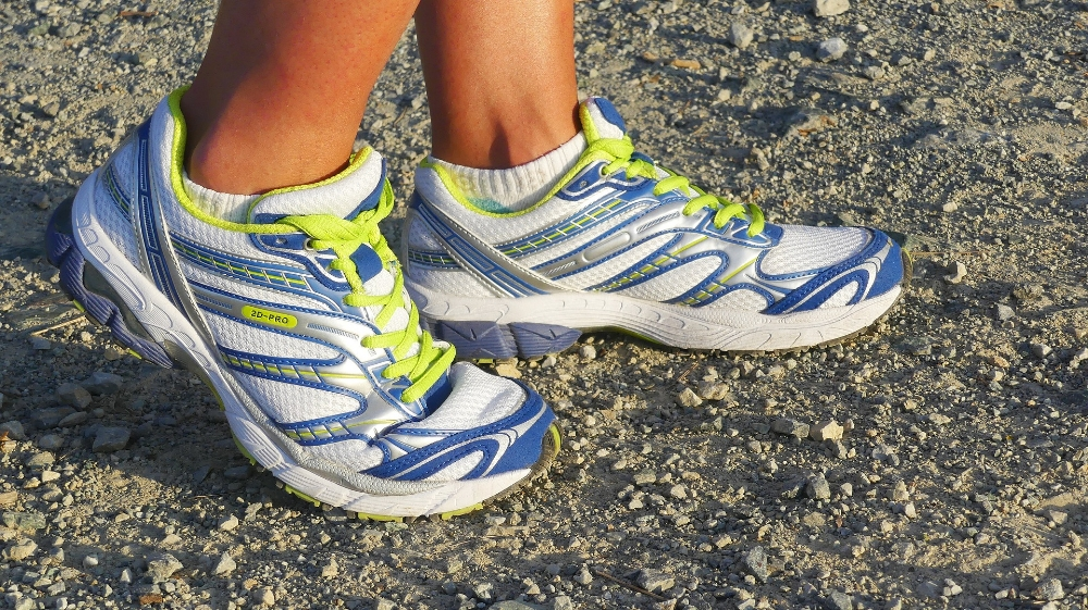 running-shoes-2661558_1920.jpg