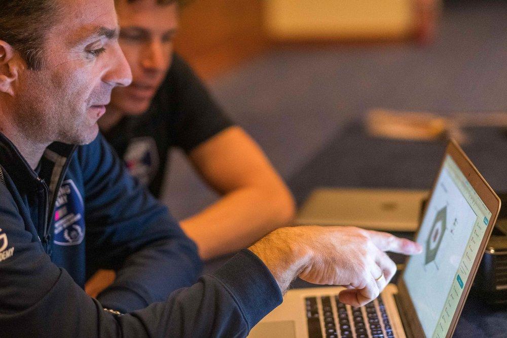 SEG Racing head coach Vasilis Anastopoulos explains INSCYD to Bart van Haaren