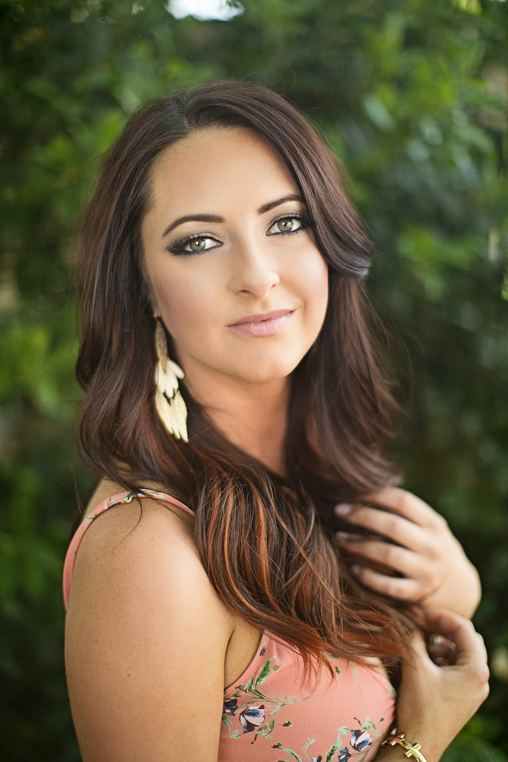 Meet Brooke Hayes - LMP's professional makeup artist and hairstylist, Brooke Hayes, uses only the best high definition camera ready products to make you look and feel fabulous for your senior portrait! With the use of airbrush makeup you will have flawless, long lasting and lightweight coverage. Unlike traditional makeup, airbrush makeup is sure to save you from the West Texas heat and wind!
