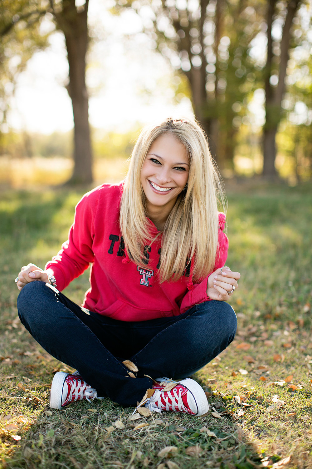 linda-mcmillan-photography-texas-tech-senior-sweater-sneakers.jpg