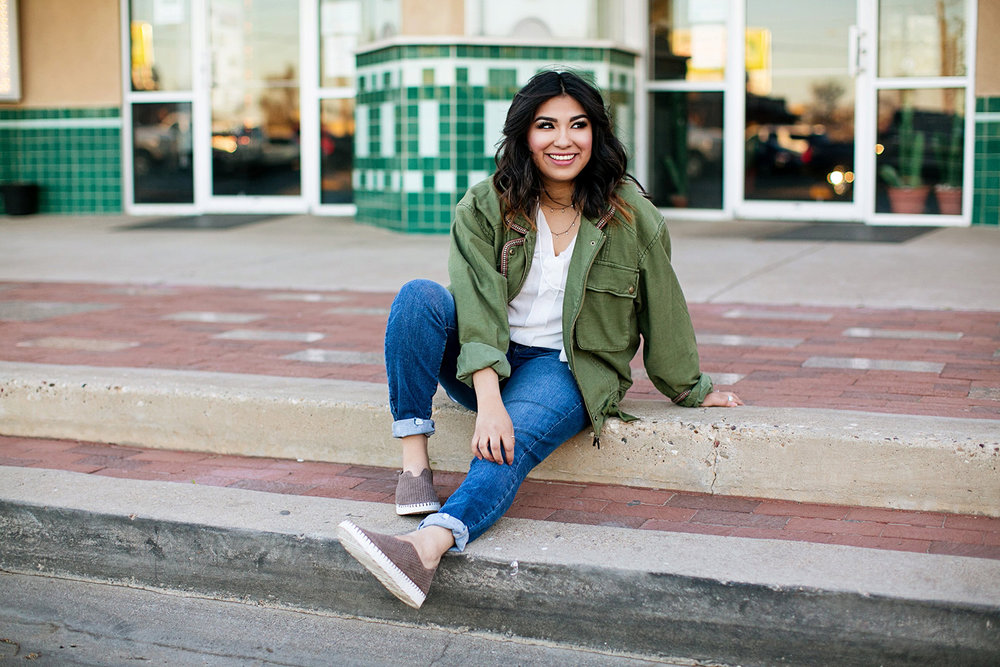 mira-senior-portrait-downtown-lubbock-movie-theater-box-office-01.jpg