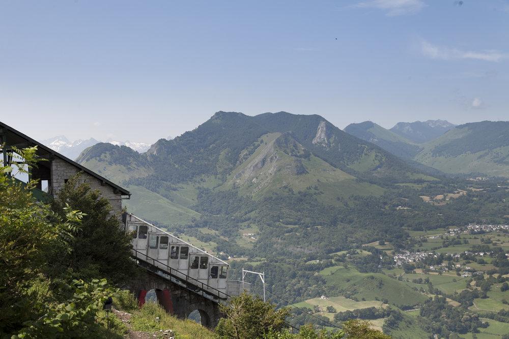 Funicular con vista Los Pirineos