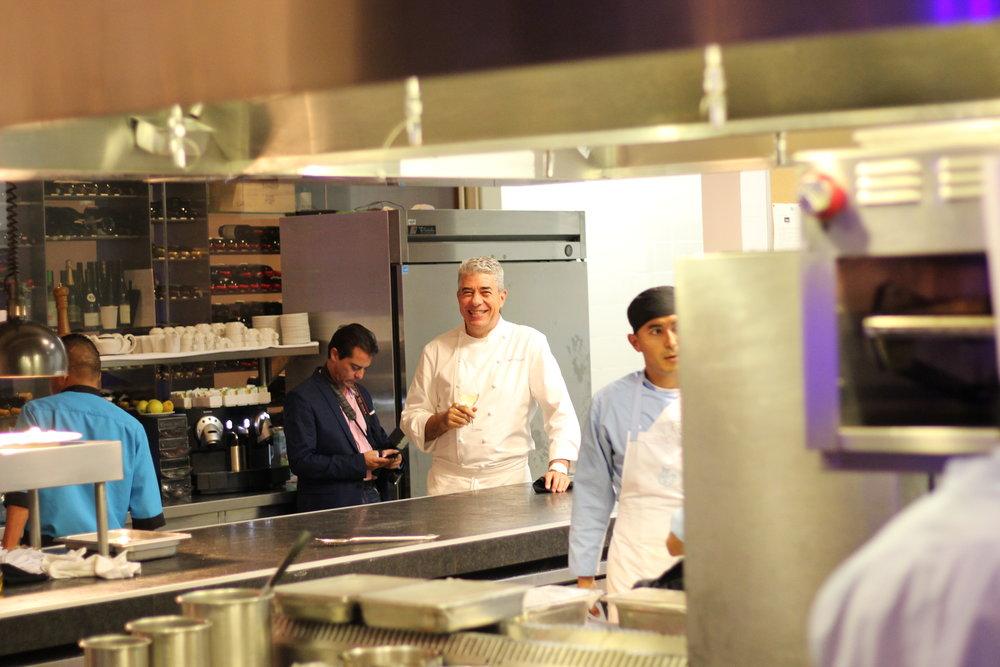 El galardonado chef Thierry Blouet de Café des Artistes