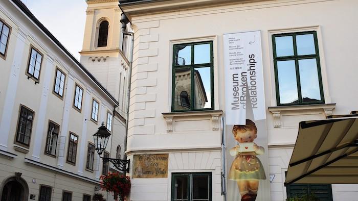 El Museo de las Relaciones Rotas en Zagreb, Croacia.