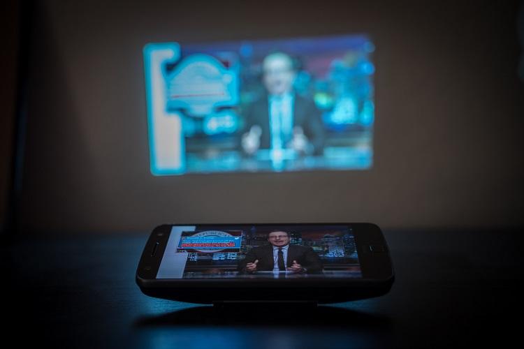 70 pulgadas para ver lo quieras con el Insta Share Projector de Motorola