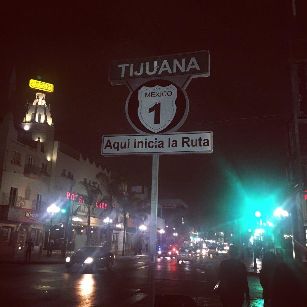 La Revu, Avenida Revolución en Tijuana de noche