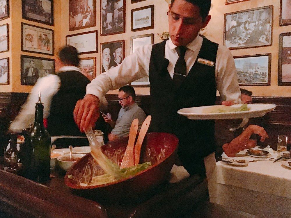 Tradicional ensalada Caesar's en el restaurante Caesars de Tijuana