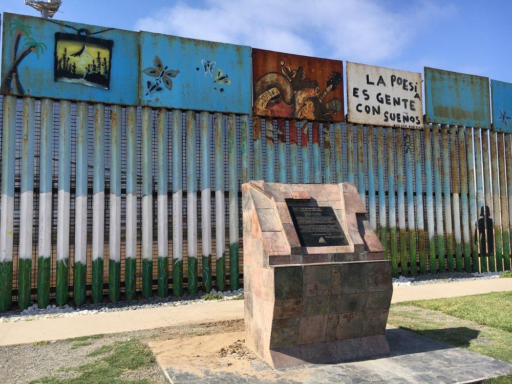 Frontera México USA en Tijuana cerca de la playa