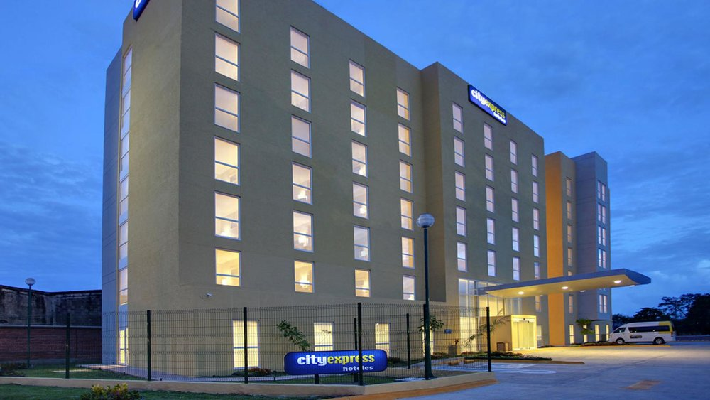hotel-villahermosa-city-express-fachada-3.jpg