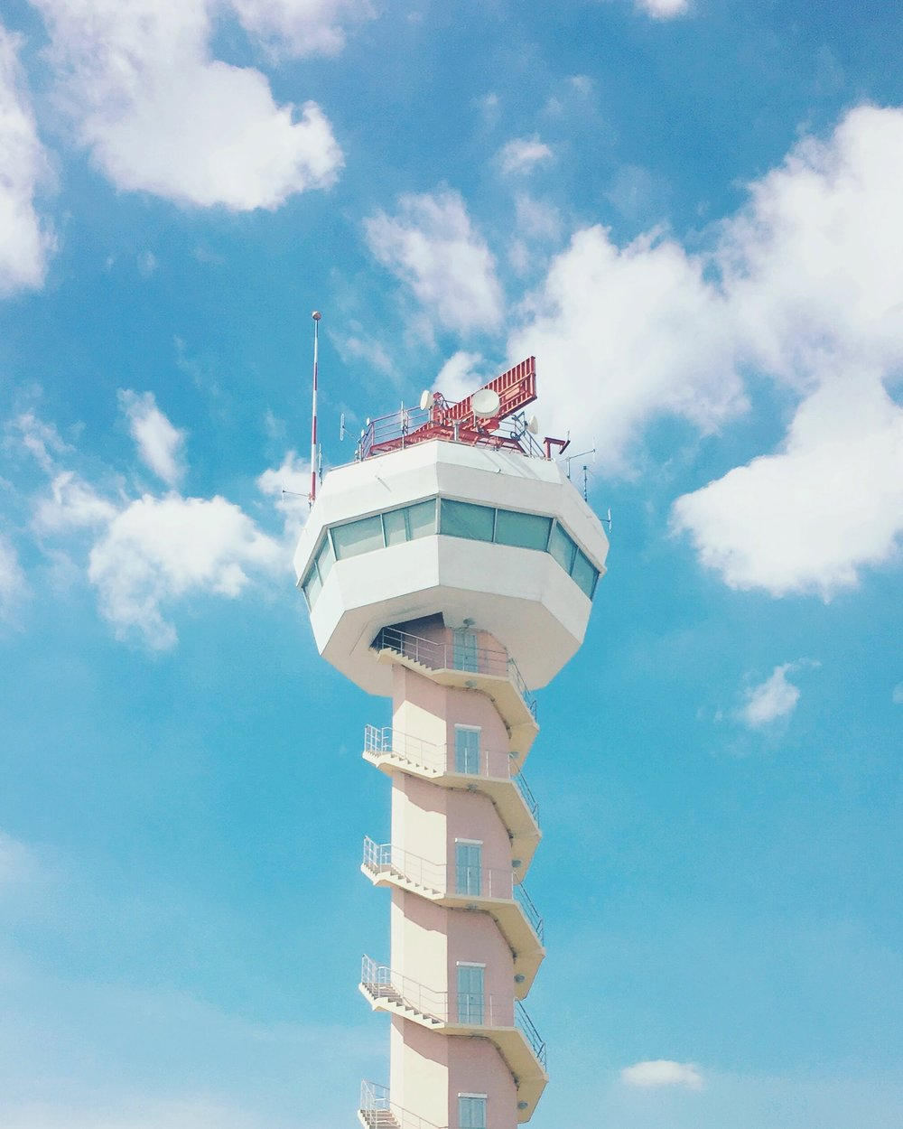 ¿Que hace un controlador aéreo?