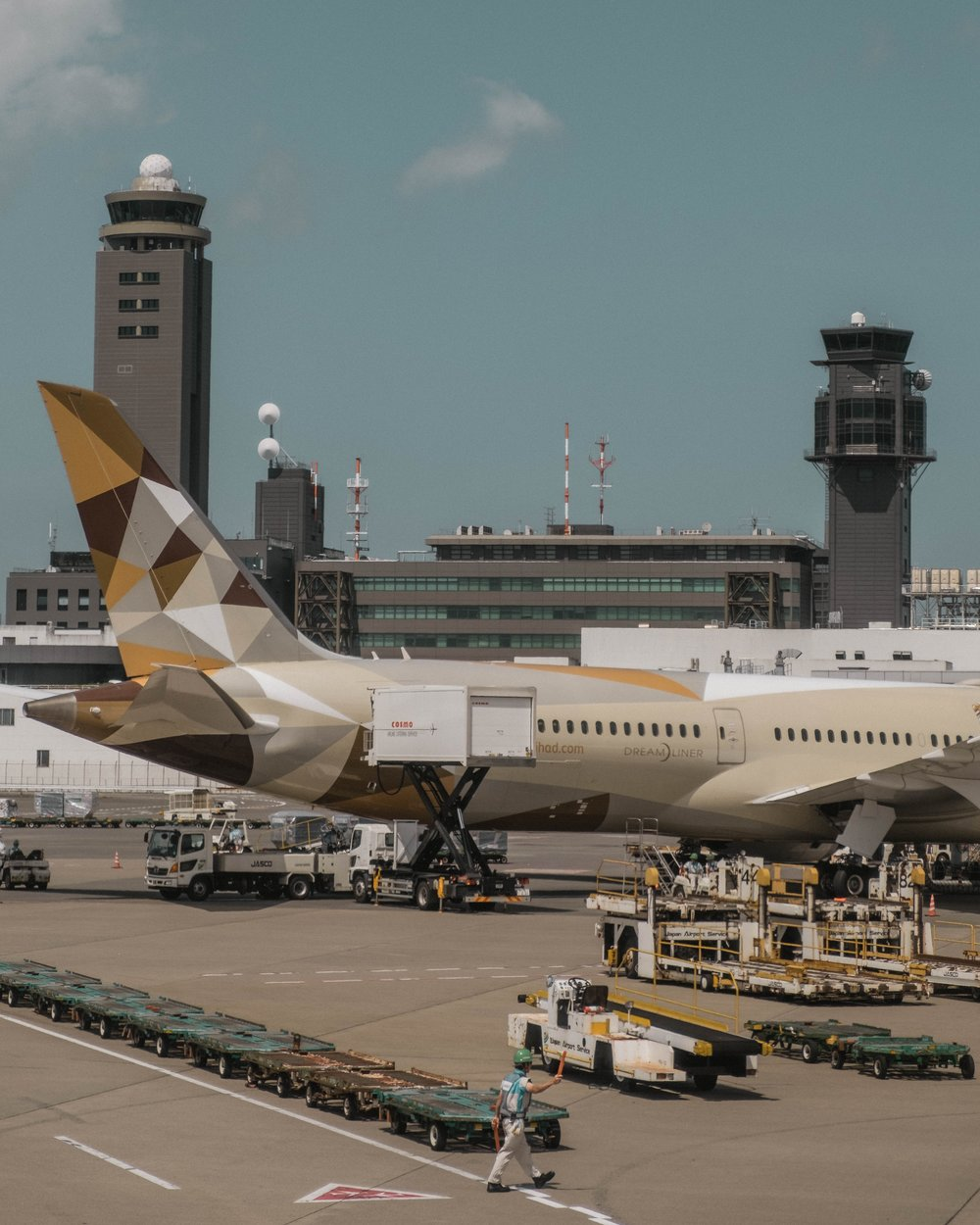 ¿cuáles son los requisitos para ser controlador de tráfico aéreo?