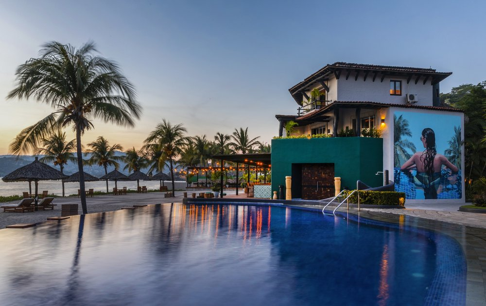 Thompson Zihuatanejo_Architecture_View of Pool and Mural 1.jpg