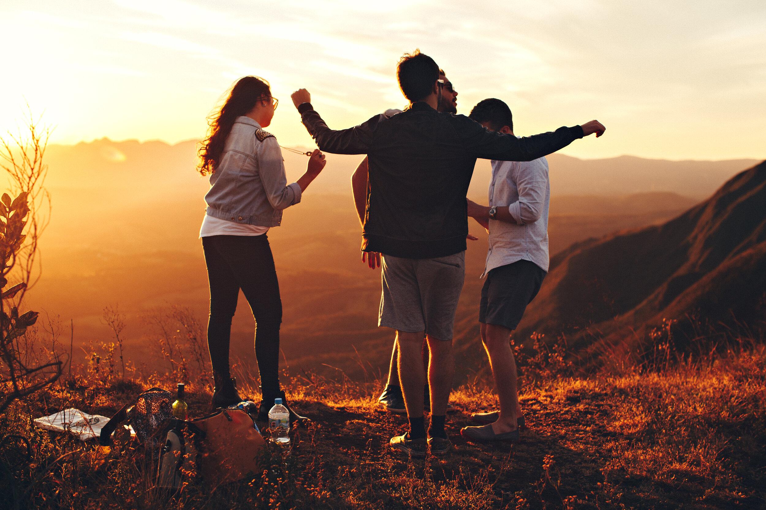 ¿Qué hacer cuando los amigos de tu pareja no te caen bien?