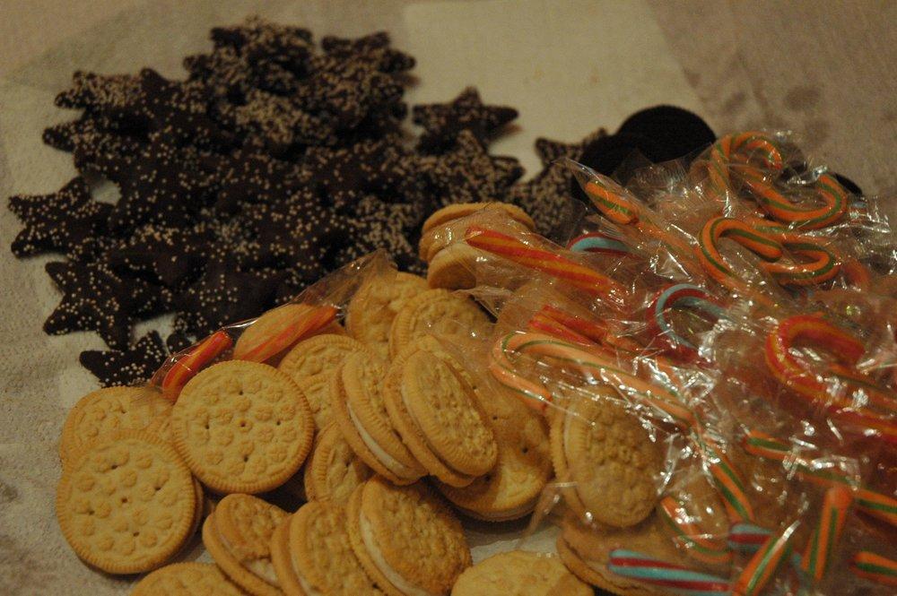 secret-santa-shop-snacks-4.jpg