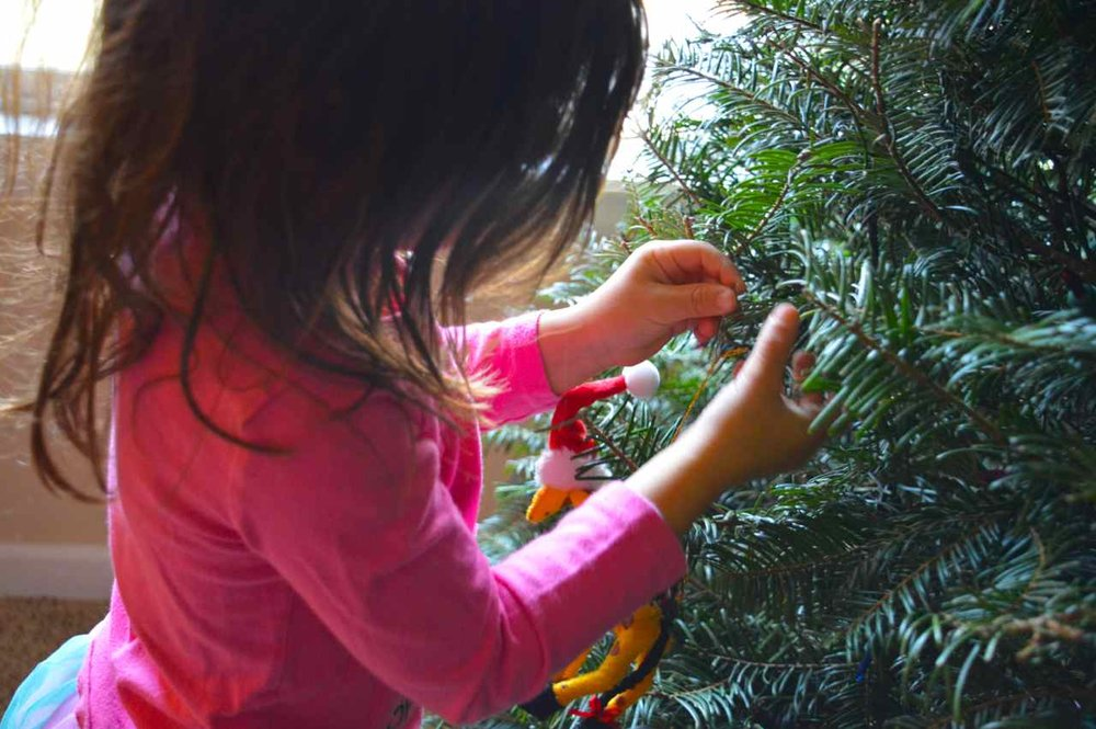 Christmas-decorating-with-toddlers-6.jpg