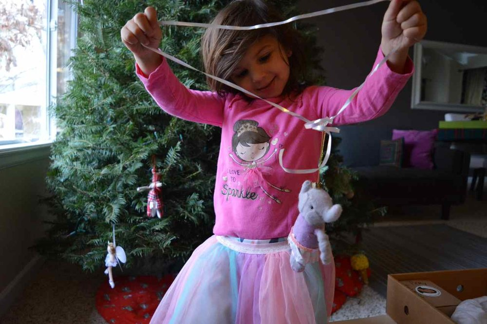 Christmas-decorating-with-toddlers-8.jpg