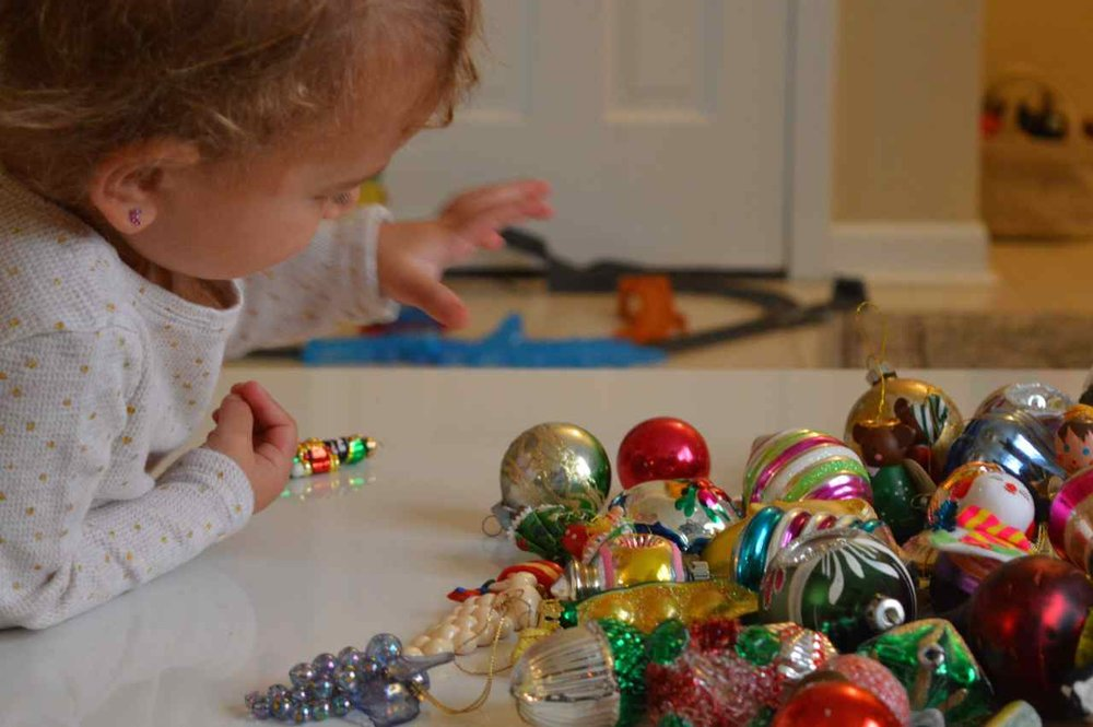 Christmas-decorating-with-toddlers-15.jpg