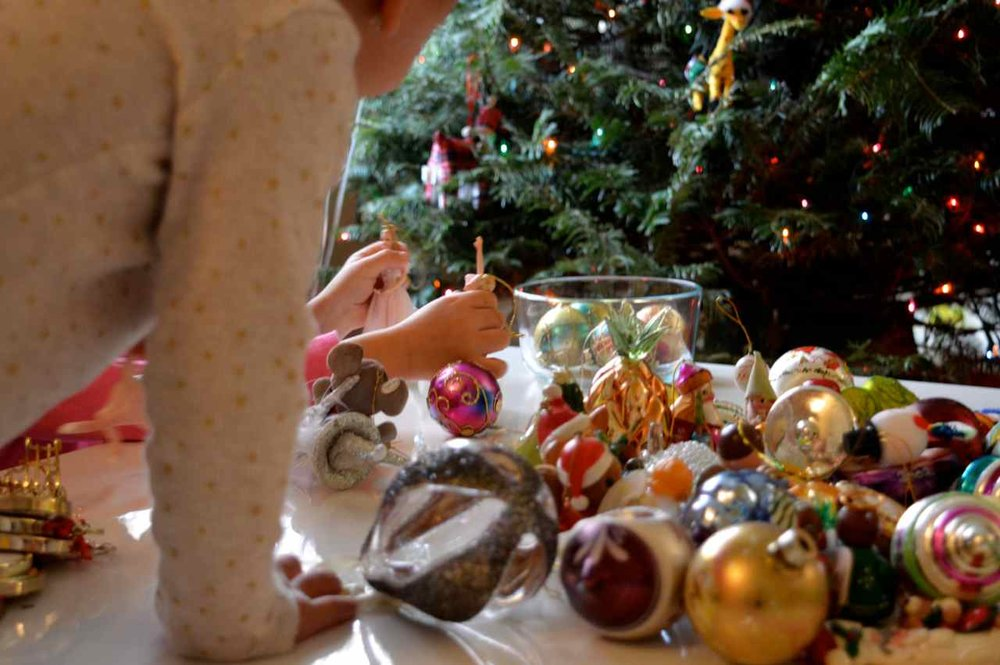 Christmas-decorating-with-toddlers-16.jpg