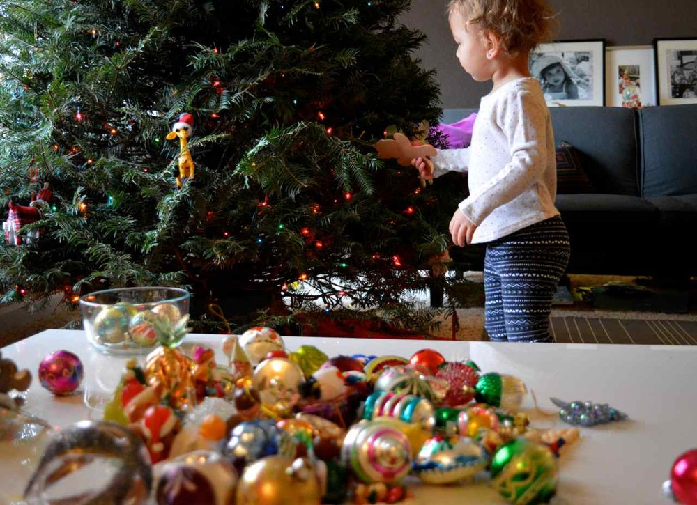 Christmas-decorating-with-toddlers-19.jpg