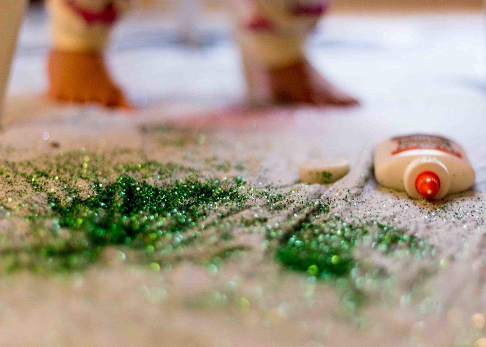 glitter-pinecones-8.jpg