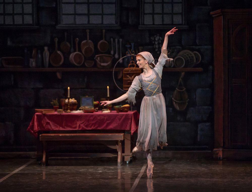 Maria-Mosina-in-Cinderella-photo-by-Mike-Watson.jpg