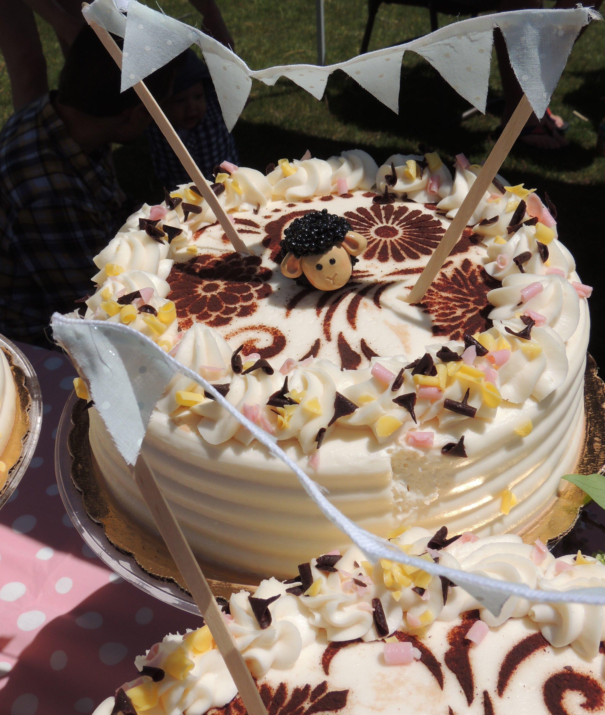 one cakes close