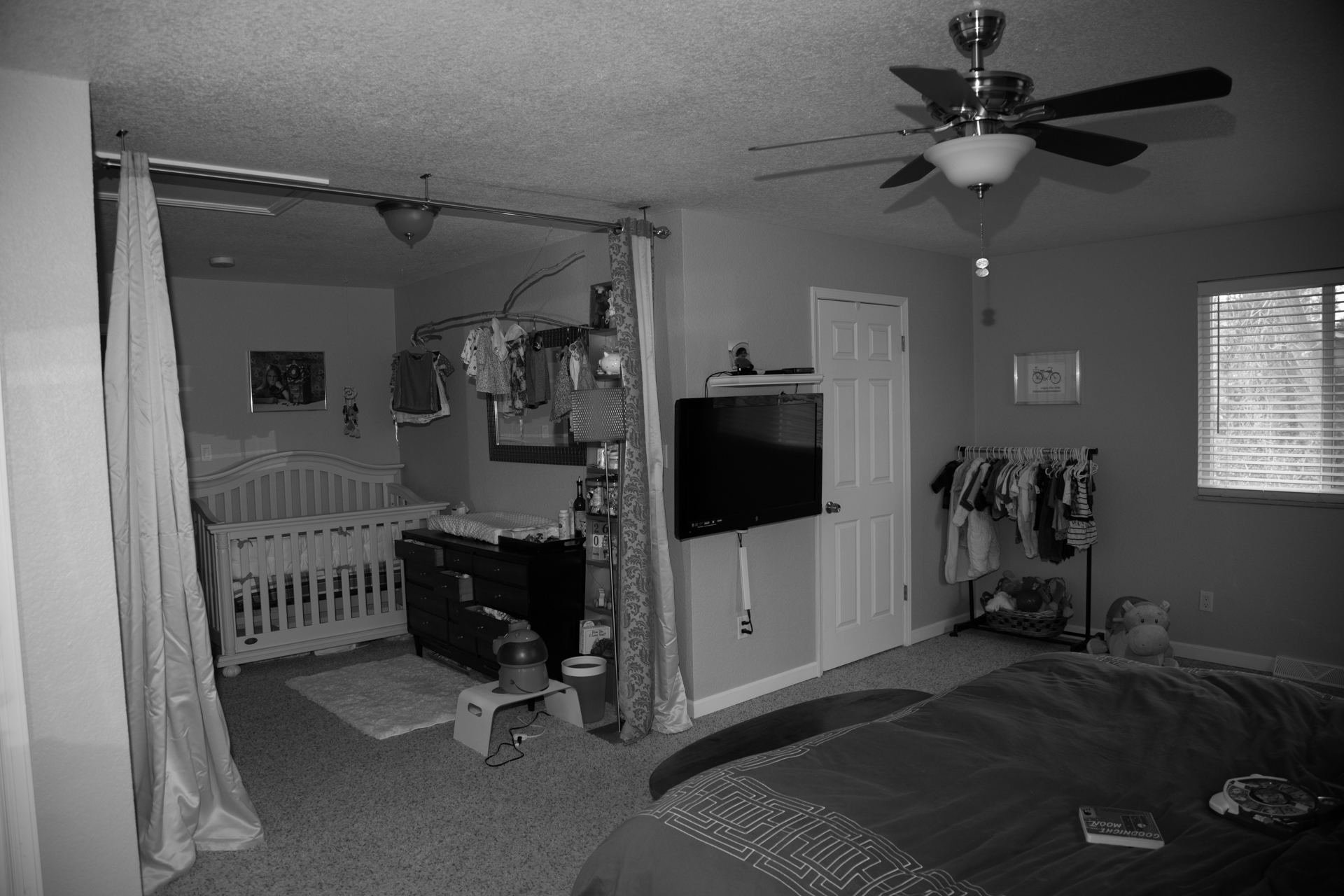 r d bw crib view