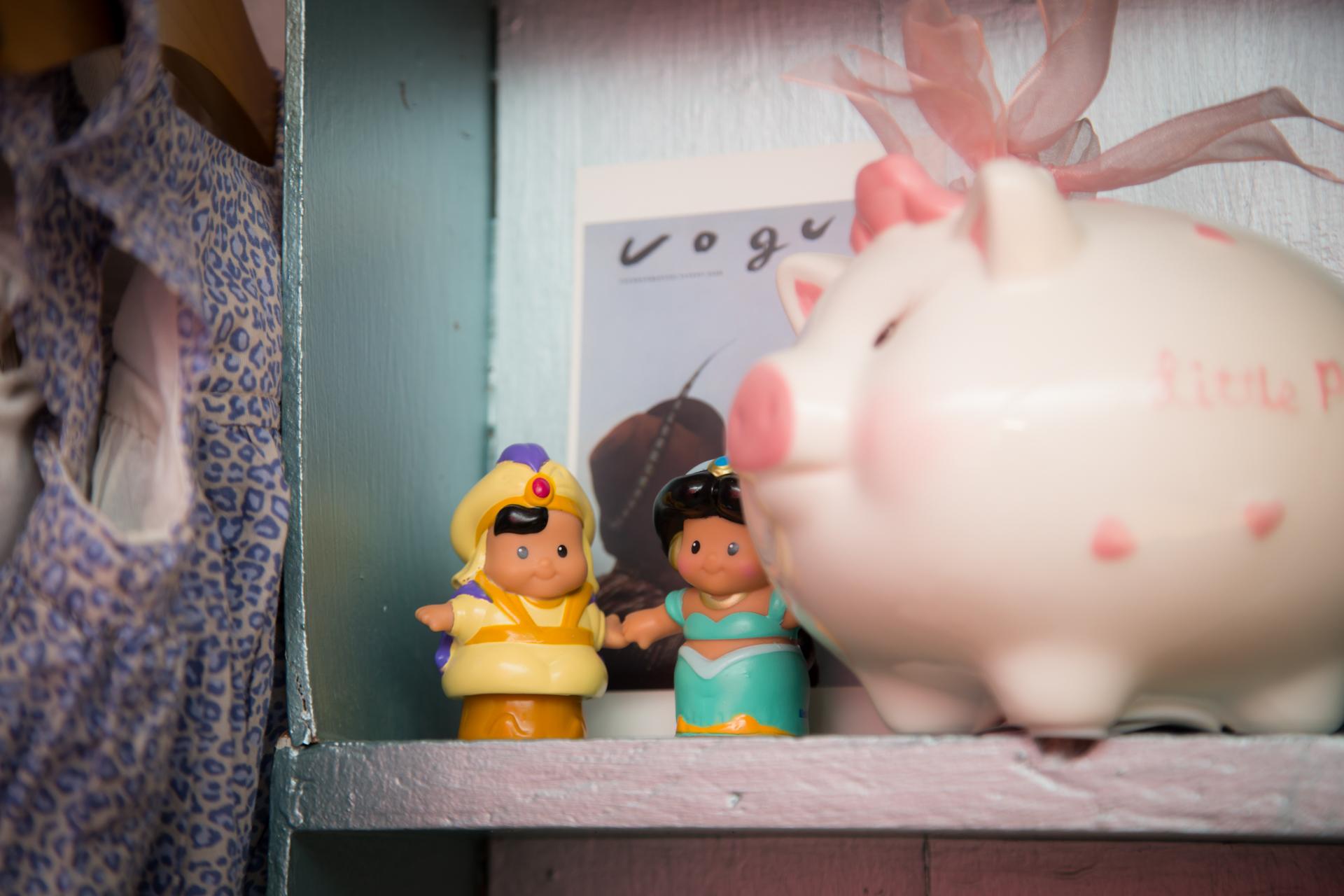 r d piggy bank