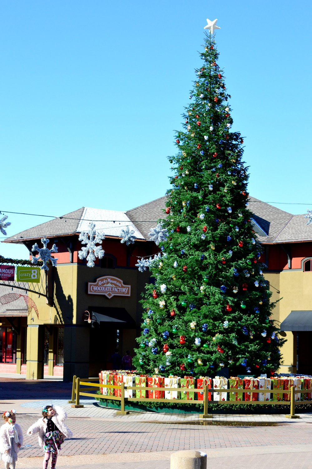 Castle Rock Outlets Santa 28.jpg