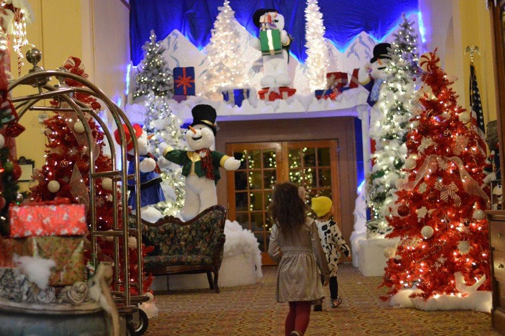Colorado Hotel Glenwood Springs at Christmastime 49.jpg