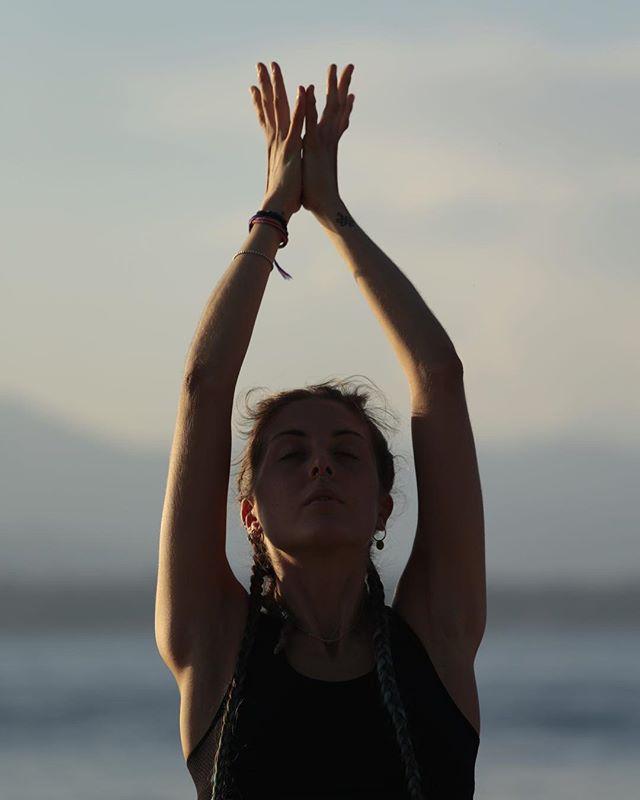 Pratichiamo insieme? Ecco gli appuntamenti per la settimana . 👉 Lunedì \ 11-12 Vinyasa Yoga Flow \ @mybeat_asd  Rivoltella del Garda . 👉 Martedì (dal 9 ottobre) \ 19.30-20.45 Yoga Flow \ Palestra della scuola Sant'Angela Merici Desenzano . 👉 Mercoledì \ 11-12 Olit \ @mybeat_asd Rivoltella del Garda . 🌸 Personal Training e piccoli gruppi su richiesta :) . Vi aspetto! . Contatti per info: @acy_ \ @soulsafari_ \ @mybeat_asd whatsapp: 3332466274 . #yoga #yogaflow #vinyasayoga #vinyasaflow #yogaeverydamnday #yogalife #yogateacher #yogalove #lagodigarda #lakegarda #desenzano #yogaclass #lezioniyoga