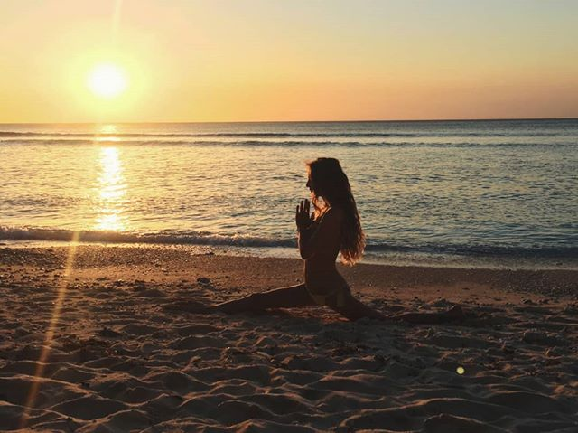SOUL 108 Fare 108 saluti al sole è celebrare.☀️ Celebrare la trasformazione e la luce che è in ognuno di noi (oltre che sudare quello che non avete mai sudato nella vita). . . 👉 Sabato 10 novembre dalle 9.00 alle 11.00 a Desenzano 💥 . Info e prenotazioni in DM 🙌 #yoga #yogaeverydamnday #sunsalutations #108