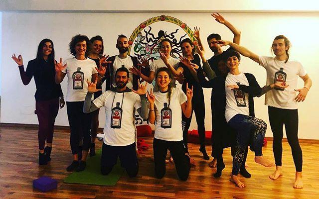 #Repost @mauromig_ ・・・ E' stato un super weekend fatto di Yoga, fatica, impegno, studio, mudra - tanti mudra - e divertimento. Quello bello. Tutto quello che normalmente accade ai Teacher Training @hariomyogaschool È stato un onore condividerlo con voi e soprattutto indossare la maglia @ygmstrs ;) . #yoga #yogateacher #yogateachertraining #yogalife #yogalover #yogaeverydamnday #yogacommunity #yogafam #yogalifestyle #live #liveauthentic #love